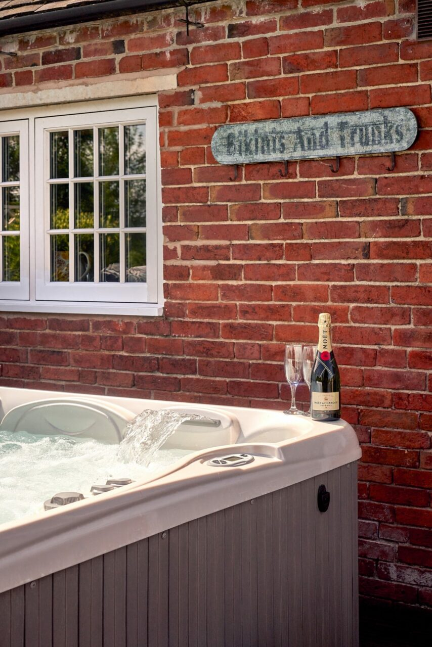 The Farmhouse hot tub Luxury Cottages